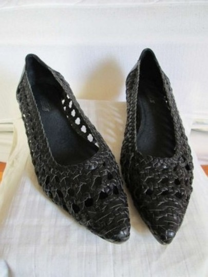 Preload https://img-static.tradesy.com/item/161265/seychelles-black-woven-pointed-toe-leather-flats-size-us-85-0-0-540-540.jpg