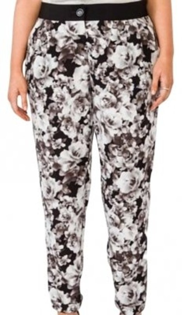 Preload https://img-static.tradesy.com/item/161289/forever-21-gray-floral-patterned-plus-size-trousers-size-16-xl-plus-0x-0-0-650-650.jpg