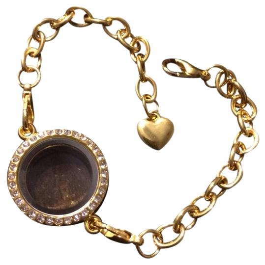Preload https://img-static.tradesy.com/item/1613562/gold-charm-locket-bracelet-0-0-540-540.jpg