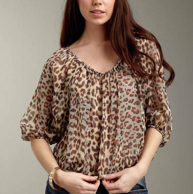 Preload https://img-static.tradesy.com/item/1613730/romeo-and-juliet-couture-multicolor-leopard-animal-print-woven-blouse-size-8-m-0-1-650-650.jpg