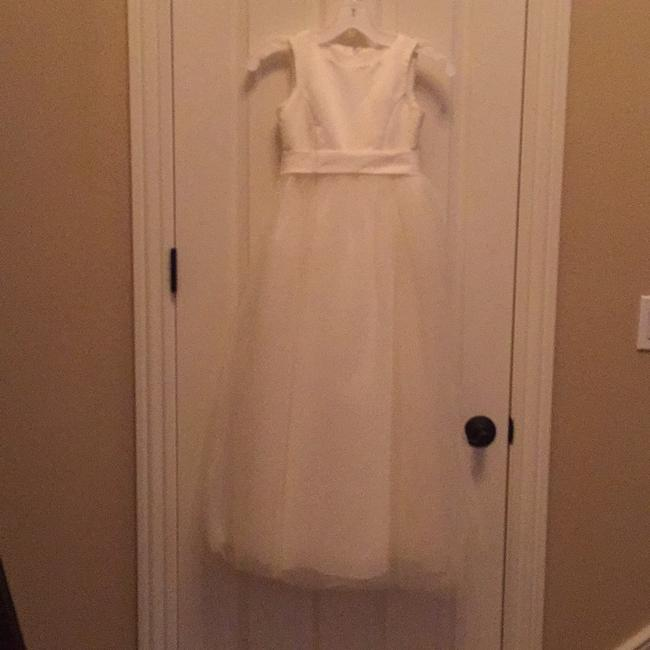 Item - Ivory Satin and Tulle Traditional Bridesmaid/Mob Dress Size 8 (M)