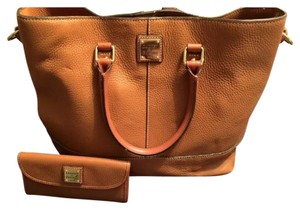 Dooney & Bourke Tote in Caramel