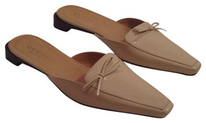 Gucci Nude or tan Flats