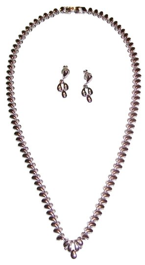 Preload https://img-static.tradesy.com/item/1615643/monet-silver-16-inch-silvertone-and-earrings-necklace-0-0-540-540.jpg