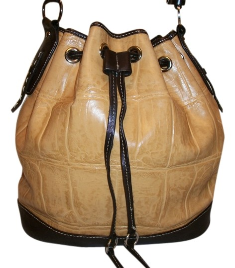 Preload https://img-static.tradesy.com/item/1615863/kate-landry-large-croc-bucket-style-tan-and-brown-leather-tote-0-0-540-540.jpg