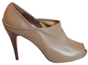 Max Studio Taupe Pumps