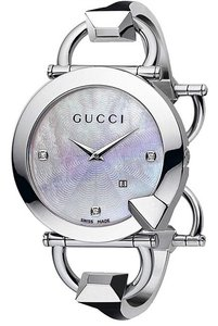 Gucci GUCCI WITH DIAMONDS MOTHER OF PEARL WATCH