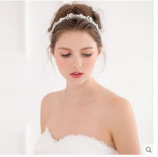 Preload https://item5.tradesy.com/images/fifi-bridal-hair-band-1616374-0-0.jpg?width=440&height=440