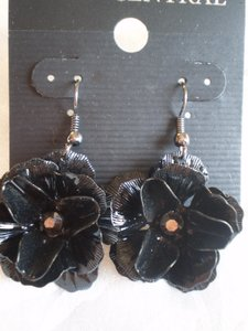 Body Central Black rose w/crystal rhinestones earrings