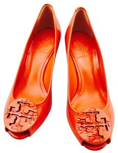 Tory Burch Patent Leather Sally Pumps Peep Toe Size 5 Orange Wedges