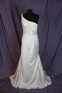 Pronovias Ivory Satin Ugarte Feminine Wedding Dress Size 10 (M)