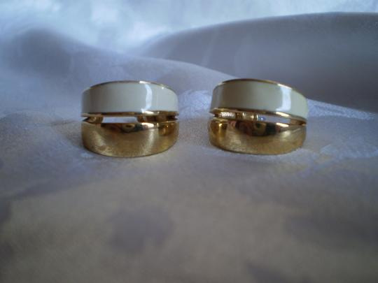 MONET MONET Ivory & Gold color earrings