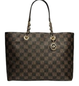 Michael Kors Tote in Brown Checkered