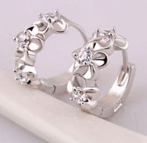 New 14K White Gold Filled Small Flower Hoop Earrings J2642