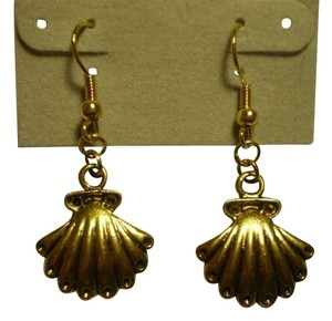 Handmade New Goldtone Seashell earrings