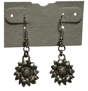 Handmade New Silvertone sunflower earrings