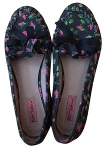 Betsey Johnson Black with rose print Flats