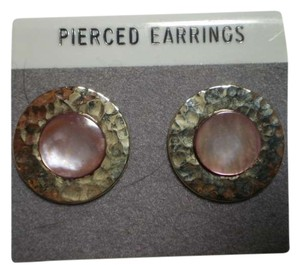 Like new goldtone & abalone pearl earrings