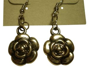 Handmade New silvertone rose earrings
