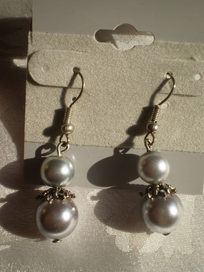 Other Like new Faux pearls earrings