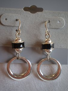 Like new Black & silvertone earrings