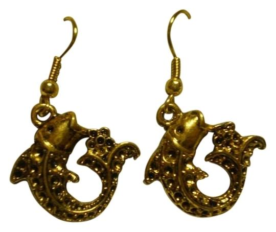 Preload https://img-static.tradesy.com/item/161815/new-goldtone-fish-earrings-0-0-540-540.jpg