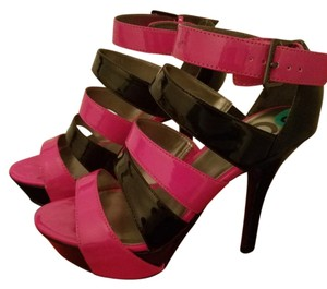 Guess Pink and black Platforms
