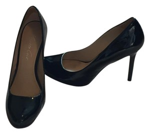 Kenneth Cole Classic Patent Leather Black Pumps