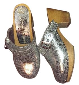Juicy Couture Leather metallic silver and natural wood Mules