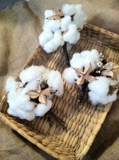 Preload https://item2.tradesy.com/images/white-cotton-bouquets-reception-decoration-161931-0-0.jpg?width=440&height=440