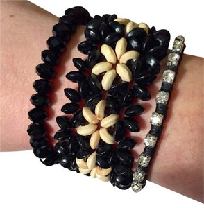 Maui Hawaiian Black And Tan Flower Bracelet