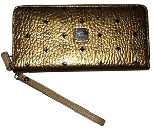 MCM Wristlet in Gold