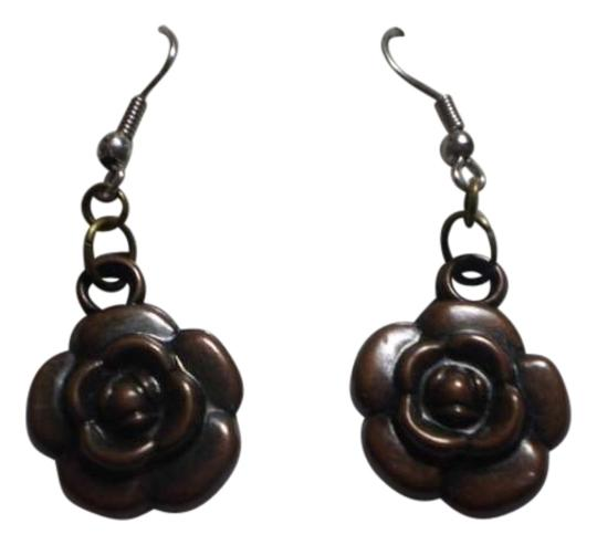 Preload https://img-static.tradesy.com/item/162013/new-brown-rose-earrings-0-0-540-540.jpg