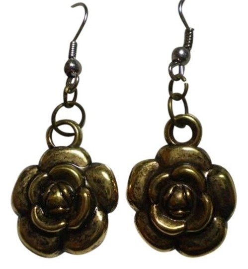 Handmade New goldtone rose earrings
