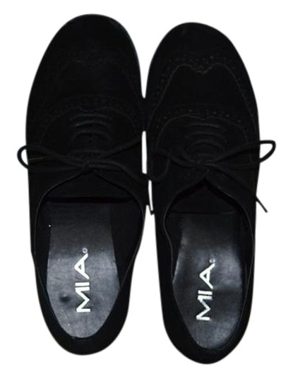 Preload https://img-static.tradesy.com/item/16207246/mia-black-in-excellent-contain-never-worn-flats-size-us-9-regular-m-b-0-1-540-540.jpg