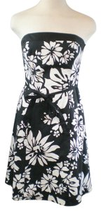 White House | Black Market Floral Stretchy Flared Dress
