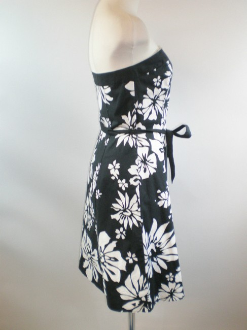 White House | Black Market Floral Stretchy Flared Dress Image 2