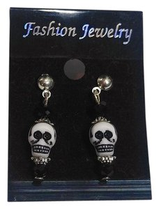 Black White Skull Earrings Silver Tone Small J2648