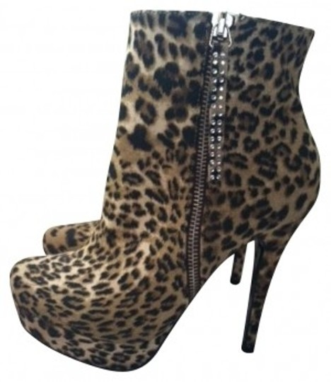 Preload https://img-static.tradesy.com/item/162159/shoedazzle-leopard-bootsbooties-size-us-65-0-0-540-540.jpg