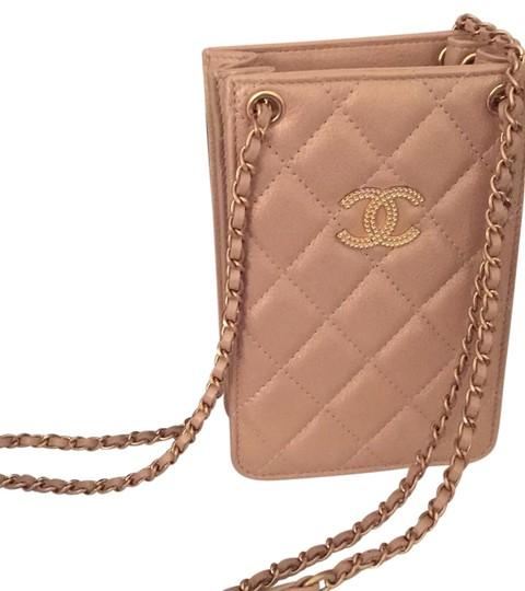 Preload https://img-static.tradesy.com/item/16217512/chanel-new-cc-metallic-caviar-iphone-case-gold-leather-cross-body-bag-0-1-540-540.jpg