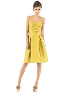 Alfred Sung Daffodil Peau De Soie D538 Traditional Bridesmaid/Mob Dress Size 6 (S)