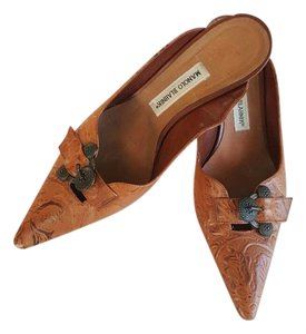 Manolo Blahnik Textured Brown, Chestnut Mules