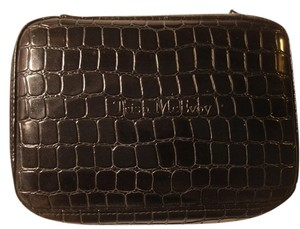 Trish McEvoy Trish McEvoy Large Embossed Makeup Planner with removable Pouch, Excellent condition