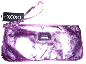 XOXO Wristlet in Fuschia