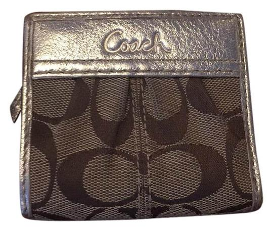 Preload https://img-static.tradesy.com/item/16237096/coach-brown-and-gold-wallet-0-1-540-540.jpg