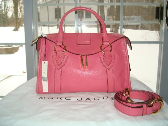 Preload https://item4.tradesy.com/images/marc-jacobs-small-fulton-with-attached-fuchsia-8032-glossy-goatskin-leather-shoulder-bag-1625053-0-0.jpg?width=440&height=440