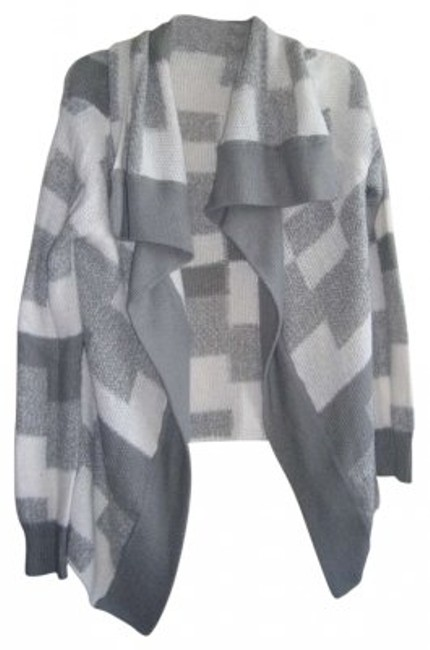 Preload https://item2.tradesy.com/images/gap-grey-white-soft-cardigan-sweaterpullover-size-12-l-162531-0-0.jpg?width=400&height=650
