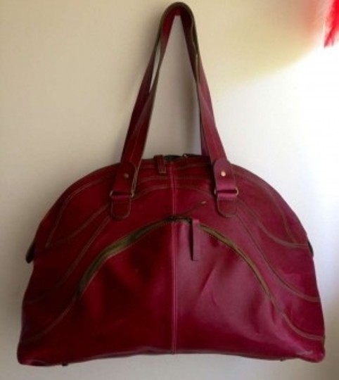 Preload https://item5.tradesy.com/images/matt-and-nat-overnight-burgundy-pvc-vegan-leather-weekendtravel-bag-162539-0-0.jpg?width=440&height=440