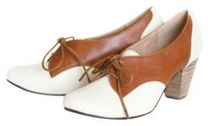Chelsea Crew Oxfords Lace-up Two-tone Tan and White Pumps