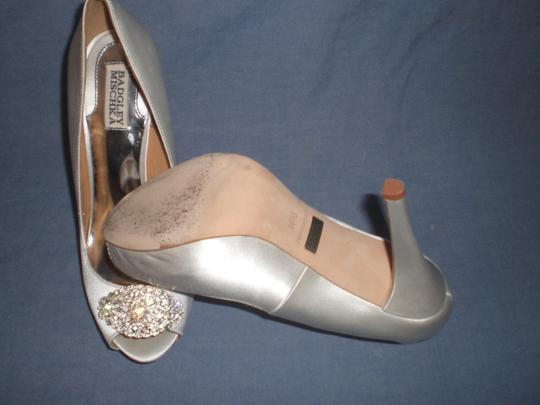 Badgley Mischka Satin Ivory Pumps Image 4